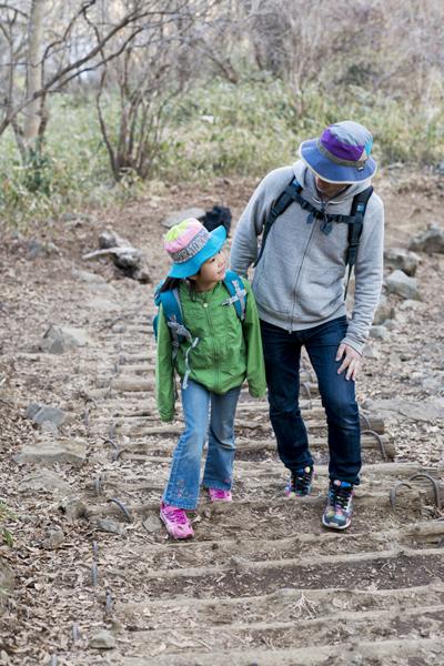 親子の絆が深まるって本当? いいことたくさん、親子ハイキングのすすめ