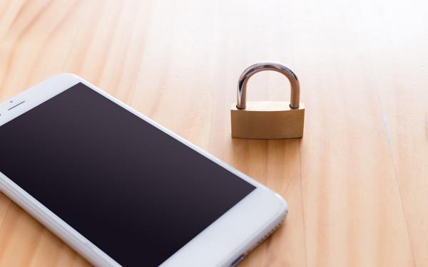 LINEいじめが問題に…子どもを監視するアプリの導入に賛成? 反対?