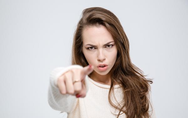 男性が本能的に逃げたくなる妻の特徴7つ