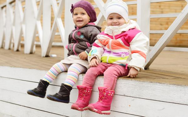 防寒のつもりが事故のもとに!? 冬場の子どもの服装に潜む「危険信号」