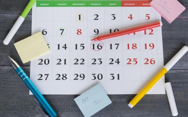 家族のスケジュール管理はリビングのカレンダーが一番! その理由は?