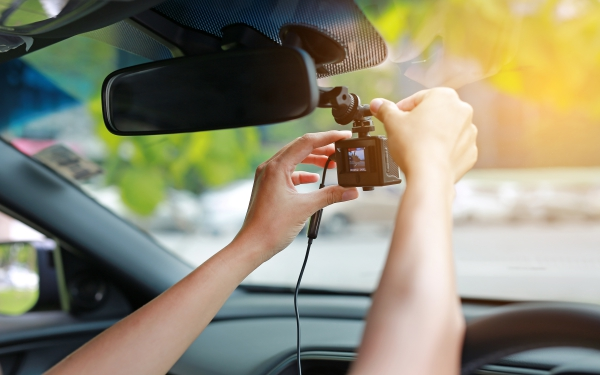 毎日車に乗る人は必須 もしものときもドライブレコーダーがあれば即解決