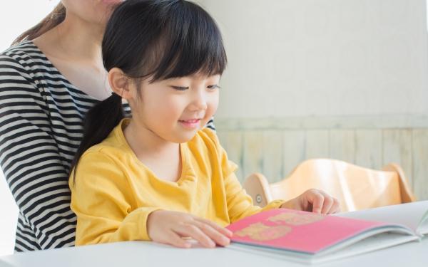 読み聞かせで読書習慣がつくかも? 本を読む子と読まない子の違い