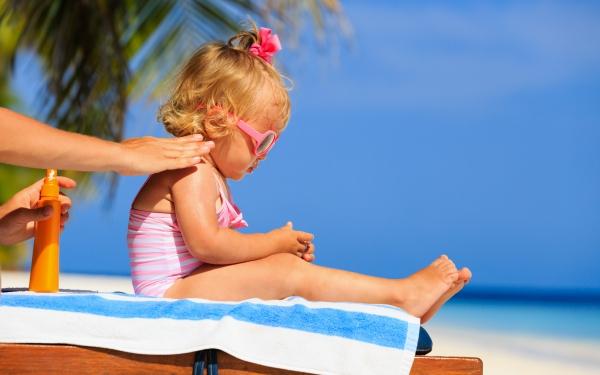子どもの日焼け止めは4月から? それとも一年中がいいの?【パパママの本音調査】  Vol.263