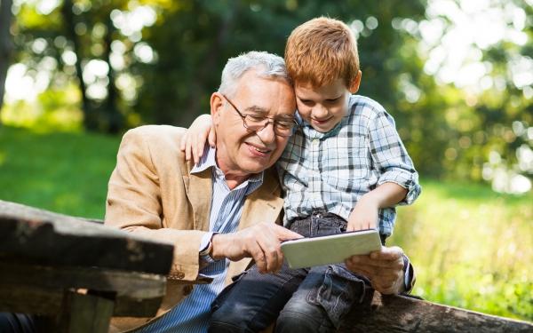 子どもと祖父母の大冒険! 夏休みの自由研究に家系図はいかが?