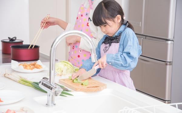 楽しい…それともたいへん? お子さんと料理、してますか【パパママの本音調査】  Vol.283