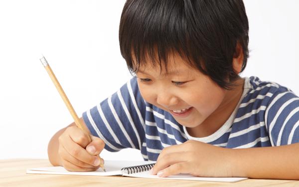 子どもの「作文力」を奪う親の行動とは? 書く力を伸ばす秘訣