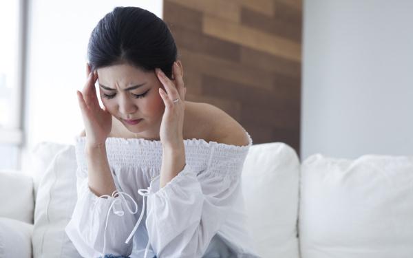 体調不良の原因は低気圧? 天気で吐き気や頭痛、めまいがある人は必見