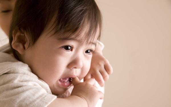 子どもの人見知り「気になるのはどうして?」帰省先で泣かない奥の手