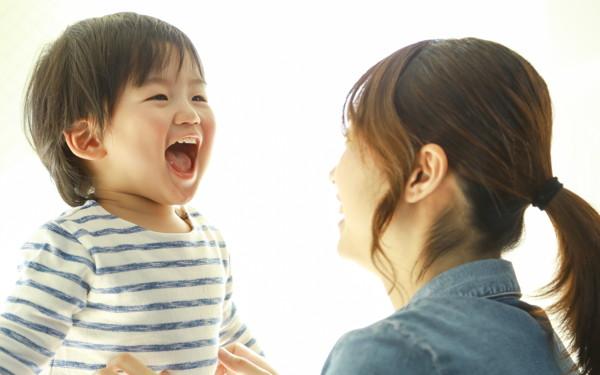 子どもの言葉「一つを繰り返し? いろいろを同時?」言葉が早く身につくのはどっち?