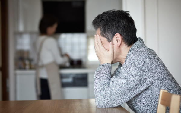 夫婦崩壊「親離れ、子離れできない…」実家べったり妻が夫を放置するまで