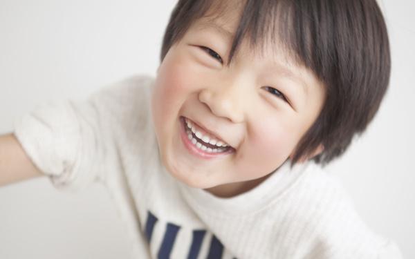 """子どもの自己肯定感「ほめて伸ばす」は正しい? わが子を""""自信満々の自己中""""にしないために"""
