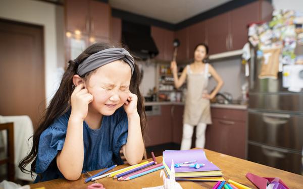 子育て環境の変化が、ママの罪悪感と不安を高めている