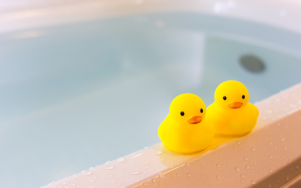 ママと息子が一緒にお風呂、いつまで? 親の本音は…