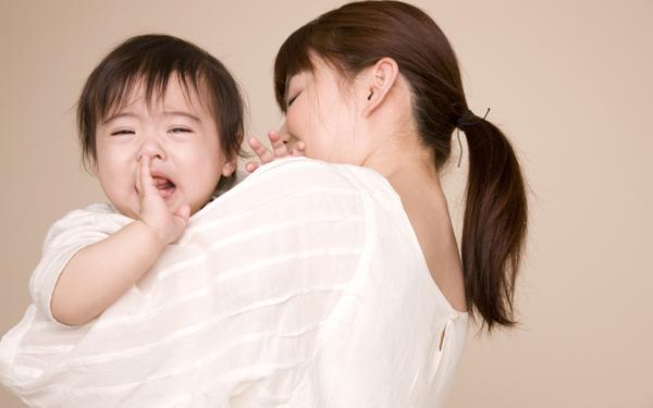 赤ちゃんとの外出で気になる他人の視線。不安を感じるママは9割近くも!