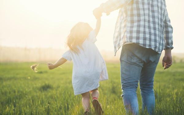 """「娘の結婚観はパパで決まる?」幼児期のパパの役割【ずっと「パパ大好き」と言われたい! お悩みパパの""""娘トリセツ"""" 第1回】"""