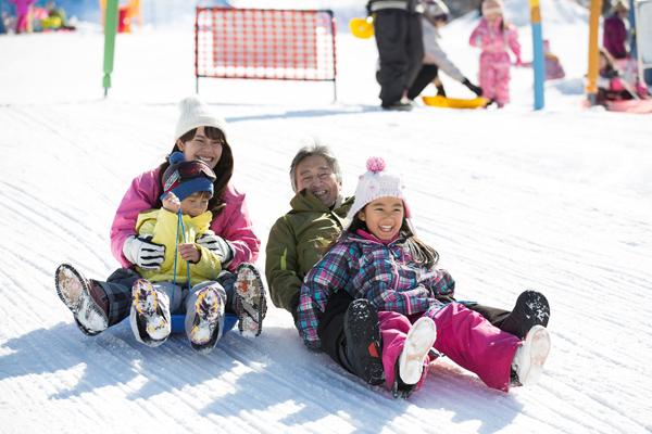 子どものスキーデビューは何歳から? 必要な持ち物&おすすめスポット3選