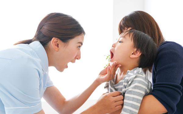 「虫歯になるのはどうして?」子どもの虫歯、口臭、よだれの不思議【榊原先生、教えて! 子どもの体の不思議 第6回】