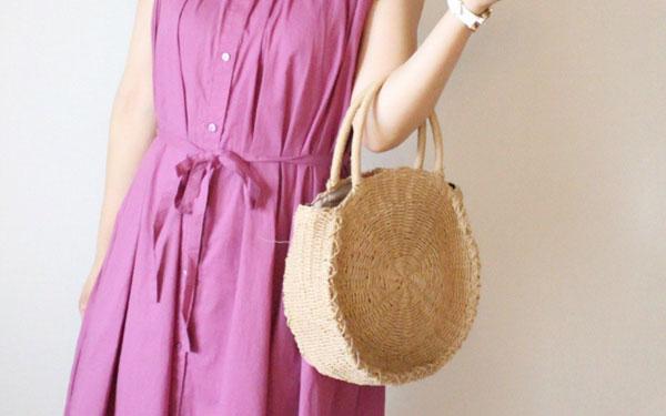 この夏欠かせない「ワンピ×かごバッグ」コーデ プチプラで大人かわいい着こなし