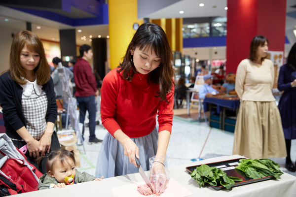 働くママにうれしい&食材にやさしい最新冷蔵庫に驚き! 「森のママまつりin大阪」体験レポート