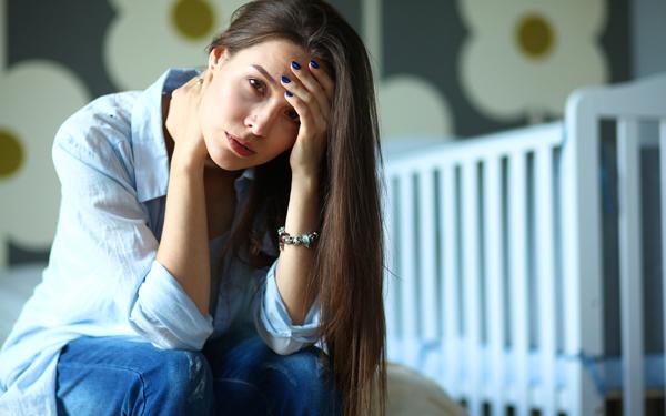 もしかして、育児ノイローゼ? 原因や対処法、パパや家族にできること