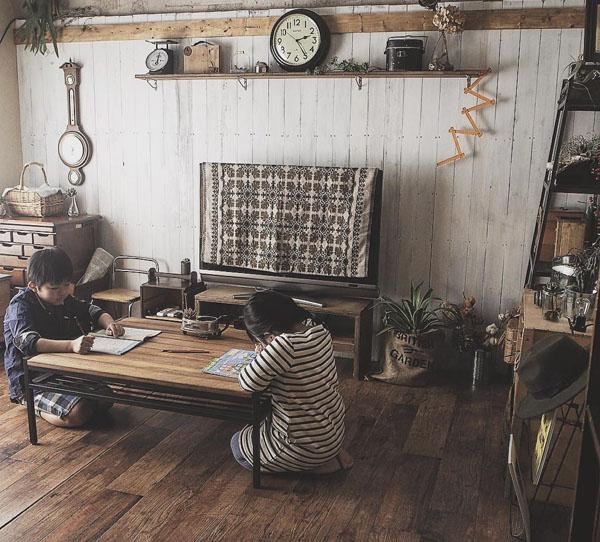 ときにはリビングのローテーブルで勉強することも