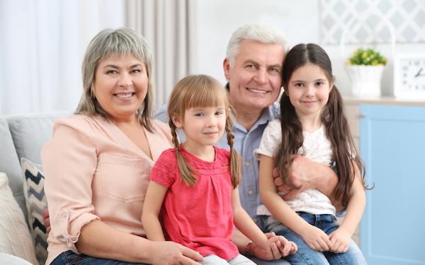 祖父母など身近な人に助けてもらうのもひとつの手