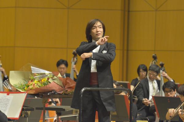クロネコヤマトのヤマトホールディングスが主催する、本格オーケストラが楽しめるクラシックコンサート、音楽宅急便「ファミリーコンサート」。すべての公演で指揮を振るのは、次々に新機軸を打ち出す 「挑戦するマエストロ」、飯森範親さん。
