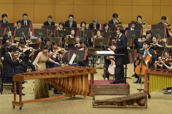 クロネコヤマトのヤマトホールディングスが主催する、本格オーケストラが楽しめるクラシックコンサート、音楽宅急便「ファミリーコンサート」。ゲストは世界で活躍するマリンバ奏者、古德景子さん。