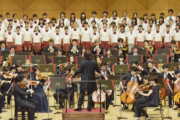 クロネコヤマトのヤマトホールディングスが主催する、本格オーケストラが楽しめるクラシックコンサート、音楽宅急便「ファミリーコンサート」。開催地ごとに各地域を代表するフルオーケストラと、地元の合唱団が協演して美しいハーモニーを生み出している。今回の東京・葛飾公演は「東京交響楽団」と「シンフォニーヒルズ少年少女合唱団」がコラボレーション。
