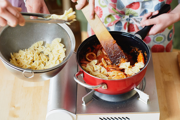 料理が子どもの「自立と成長」を促す:江口恵子さんインタビュー【愛情たっぷりおうちパスタのレシピ付き】
