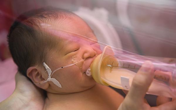 未熟児の入院、治療費の助成制度「未熟児養育医療制度」とは