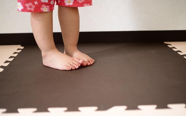赤ちゃんにうれしいジョイントマットの選び方・掃除方法とおすすめの店舗