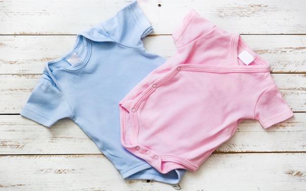 新生児服の準備におすすめ! 種類や選び方、着せ方を紹介