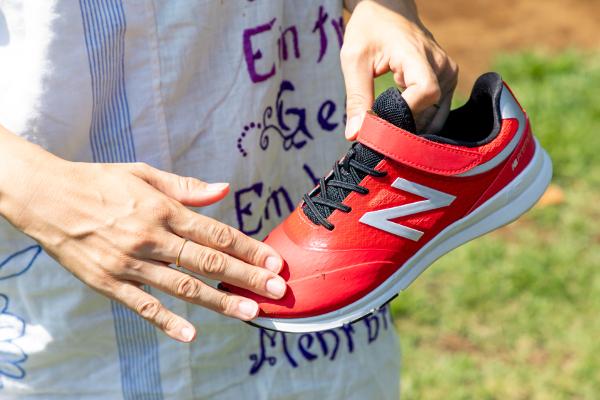 子どもの靴選びは「はだし感覚」が新常識! ニューバランスの「PREMUS(プレマス)」を履いてみた
