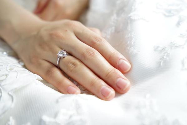 爪の乾燥を防ぐセルフケア方法。きれいなすっぴん爪を手に入れよう