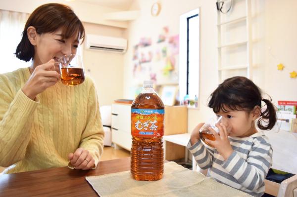 冬こそ、水分&ミネラル補給!冬の子どもの乾いた体におすすめの飲み物は?ママ医師に聞いてみた【チッチママ&塩対応旦那さんの胸キュン子育て 第54話】