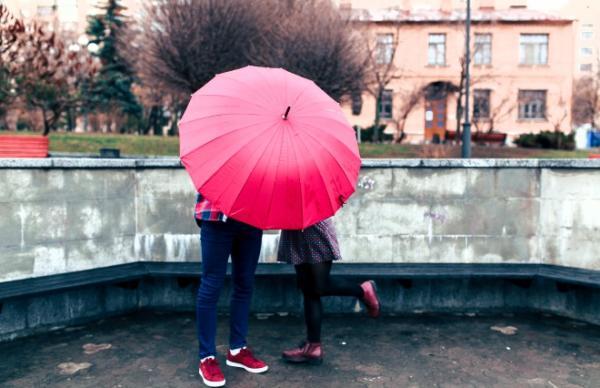 雨の日デート、ふたりきりで何するの? オトナ女子に聞いてみた