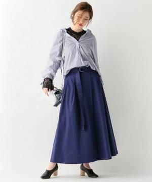 紺チノスカートとシャツの春コーデ