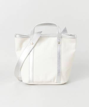 シルバーのキャンバストートバッグの画像