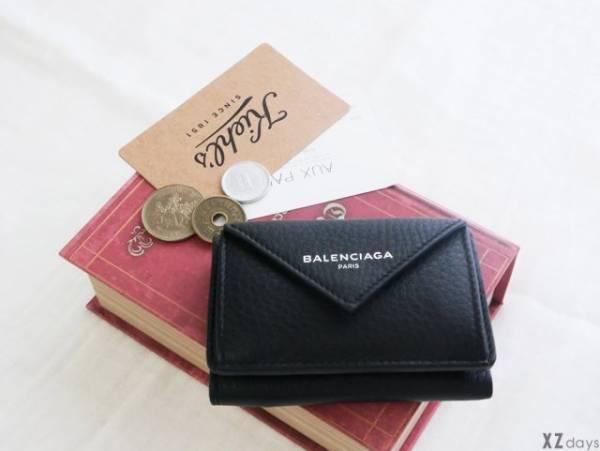 ミニ財布と本とコイン