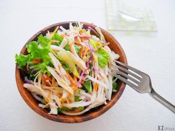 サラダにサラダチキン