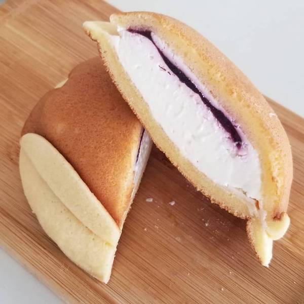 どらもっち岩手産ブルーベリージャムチーズクリーム&ホイップ