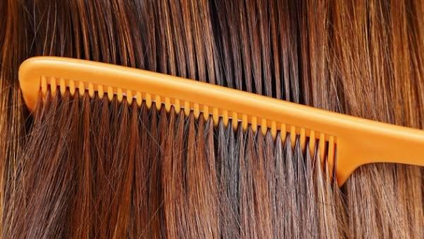部屋に落ちている髪の毛の簡単掃除方法